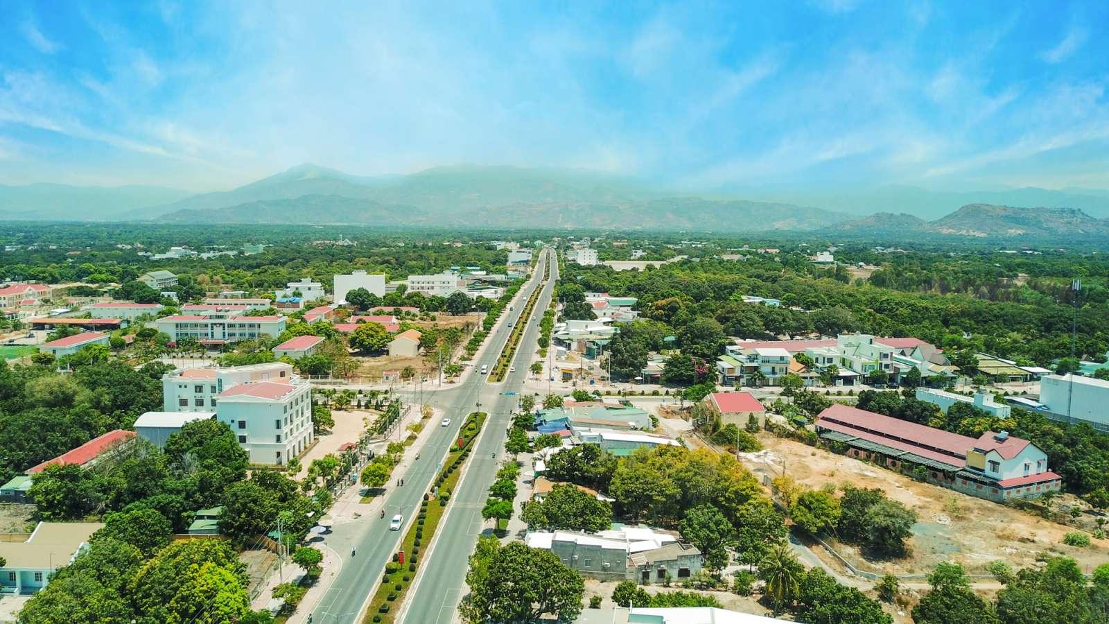 Trục đường huyết mạch Đinh Tiên Hoàng kết nối Bắc Bán Đảo Cam Ranh - Bãi Dài và trung tâm hành chính dân cư của Cam Lâm